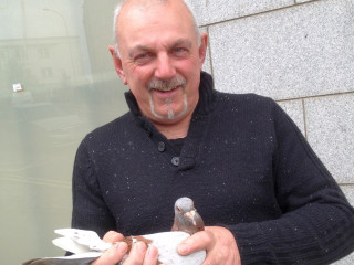 Image of pigeon fancier Steve with his lost homing pigeon