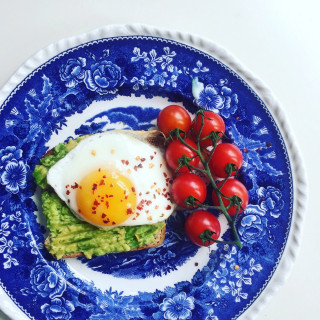 Image of eggs on wholegrain toast for Vets Now article on healthy eating