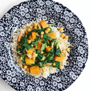 Image of butternut squash, spinach & chickpea curry for Vets Now article on healthy eating